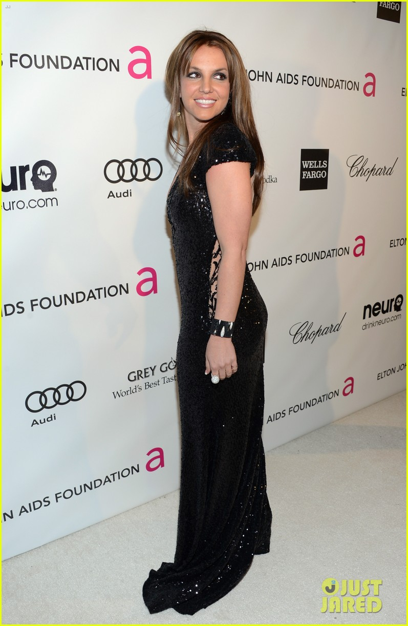 britney spears brown hair at elton john oscars party 2013 21