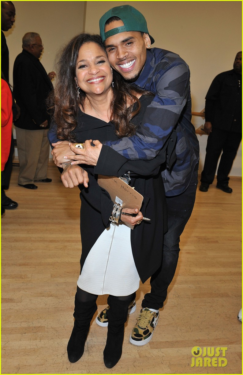 chris brown pre grammys dance academy visit 01