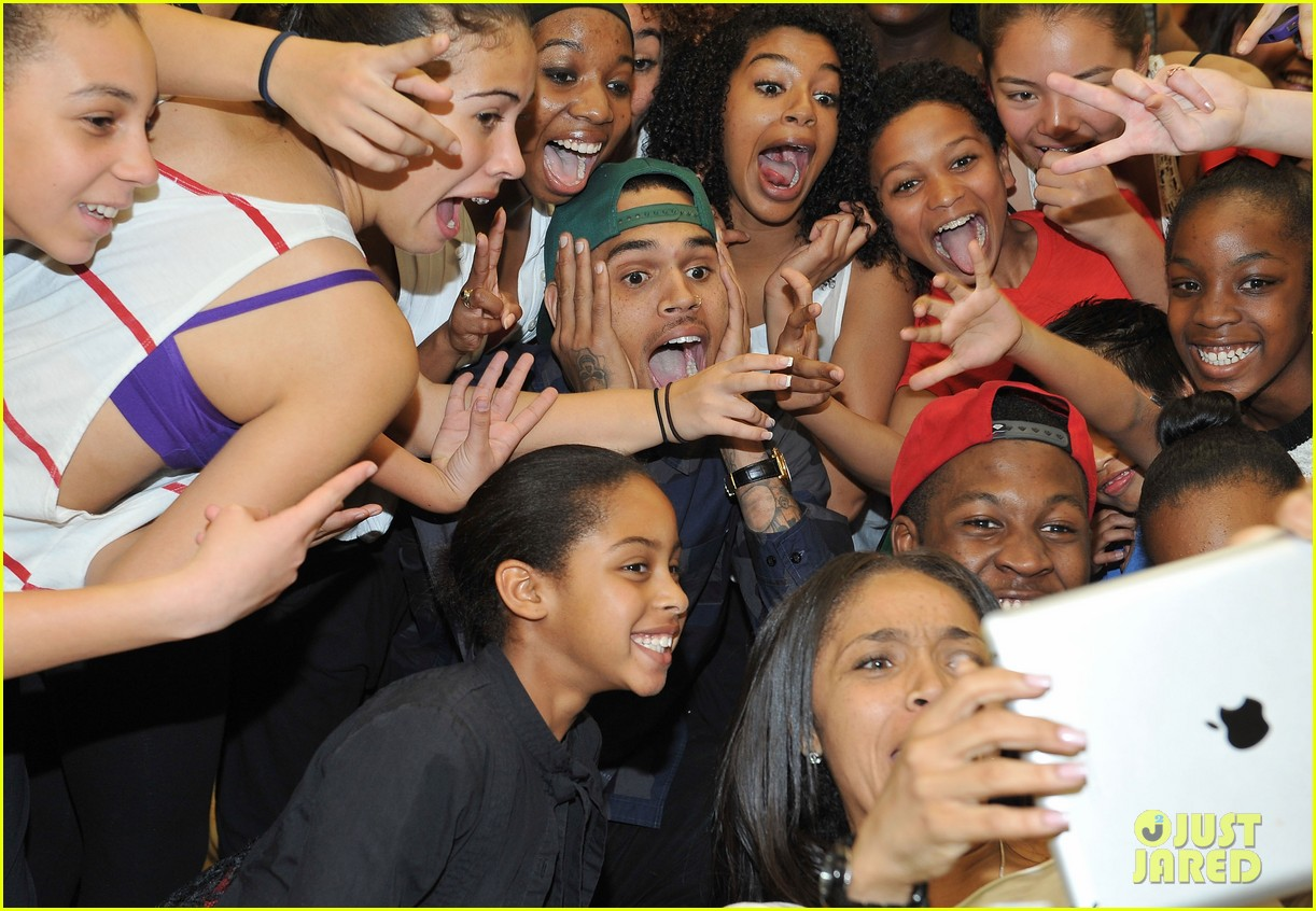 chris brown pre grammys dance academy visit 02