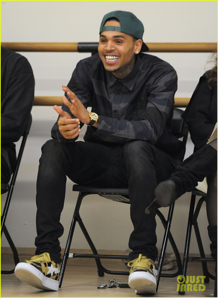 chris brown pre grammys dance academy visit 03