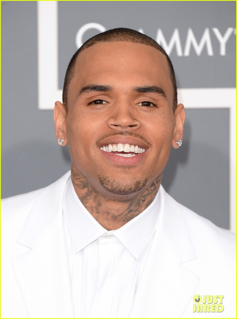 chris brown grammys 2013 red carpet 04