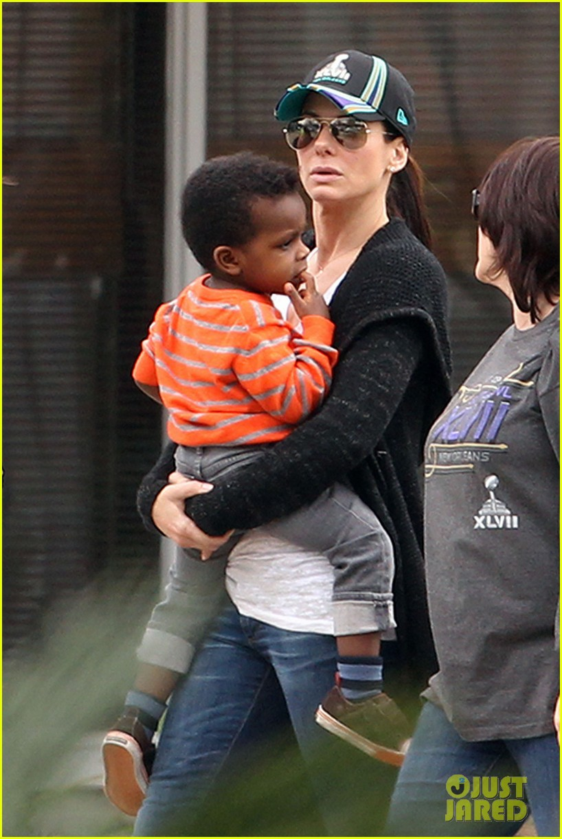sandra bullock camilla alves zoo with the kids 01