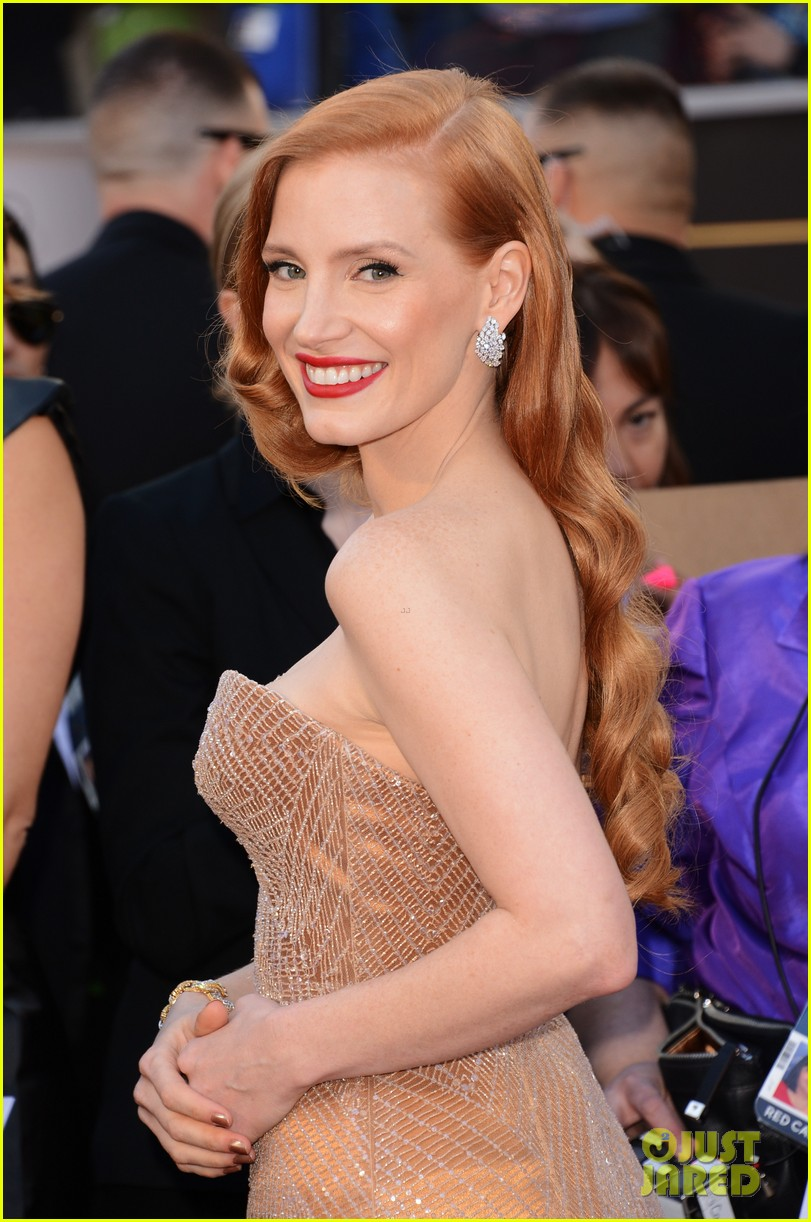 jessica chastain oscars 2013 red carpet 07