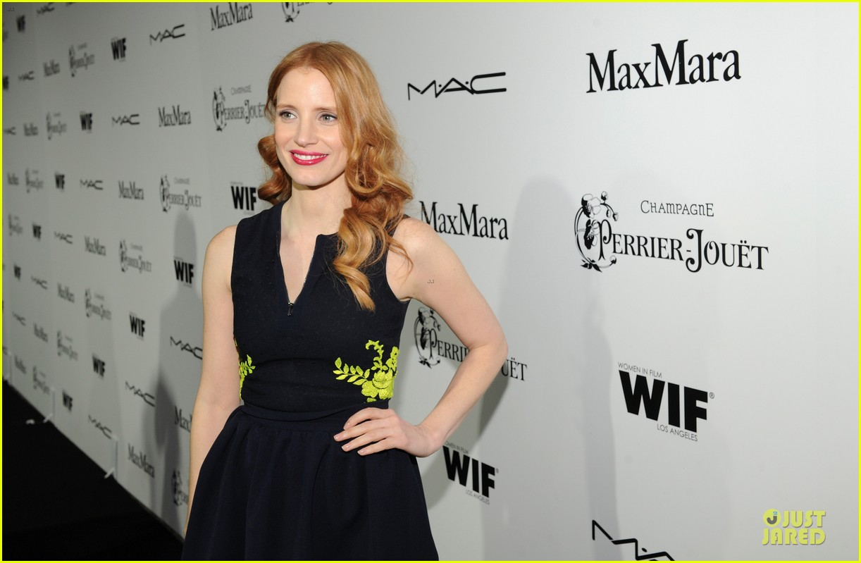 jessica chastain daniel radcliffe women in film pre oscar cocktail party 14
