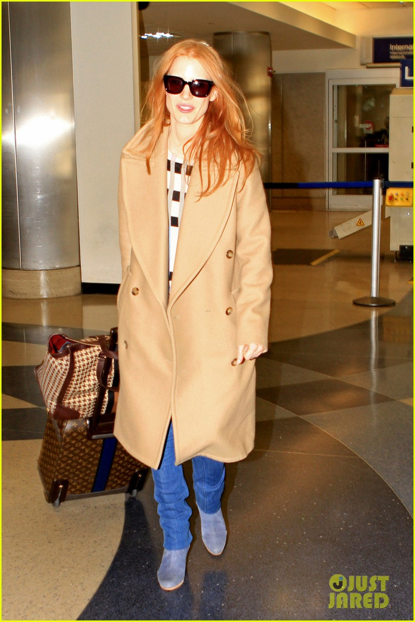 jessica chastain touches down in los angeles 05