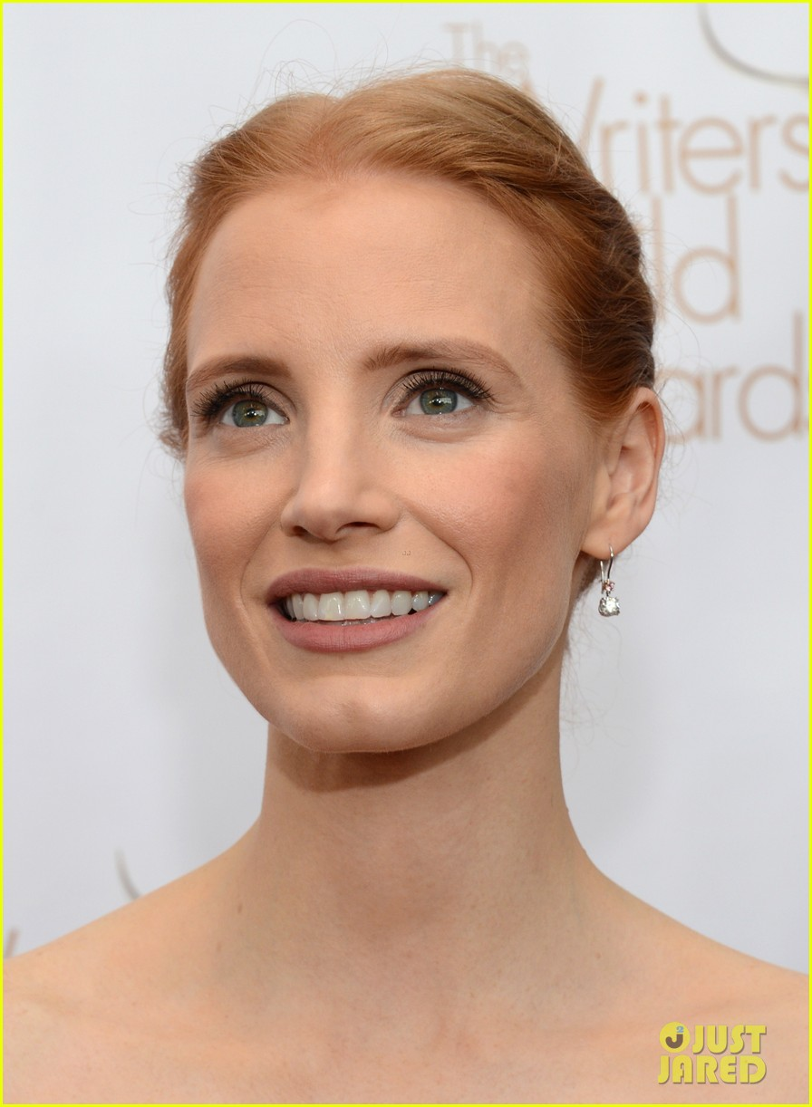 jessica chastain writers guild awards 2013 red carpet 01