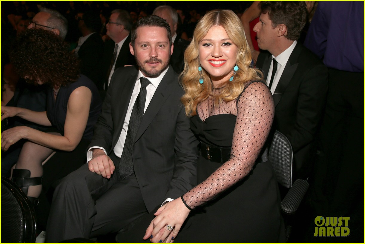 kelly clarkson grammys 2013 with brandon blackstock 032809523