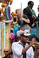 kelly clarkson mardi gras parade with brandon blackstock 14