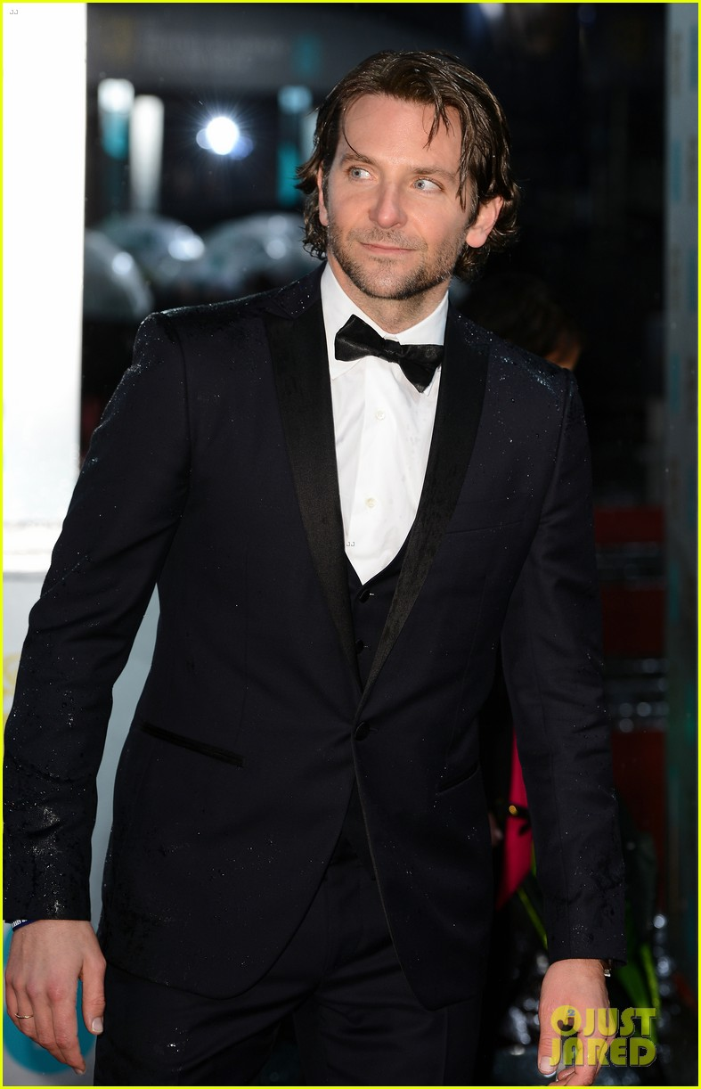 bradley cooper baftas 2013 red carpet 03
