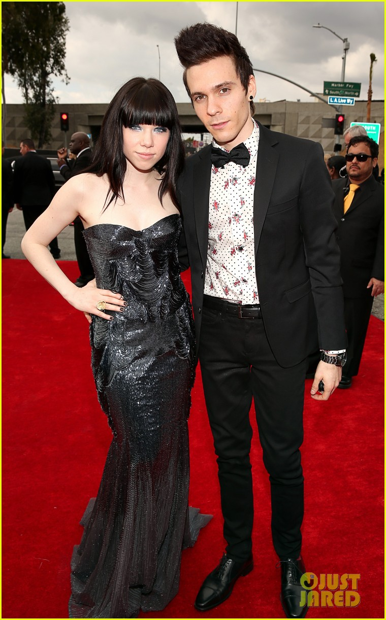 carly rae jepsen grammys red carpet with matthew koma 032809036