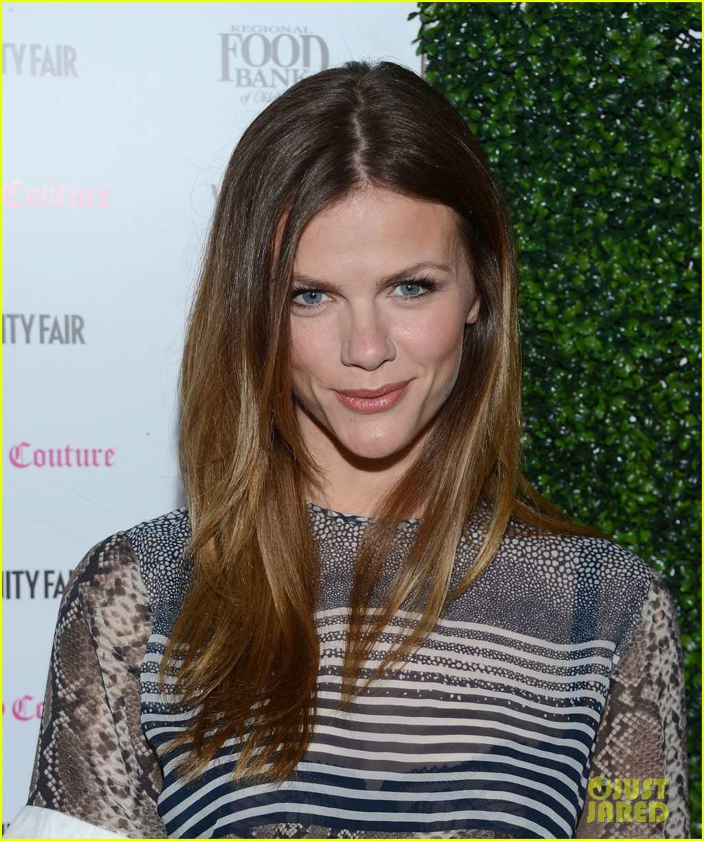 brooklyn decker jaime king vanity fair calendar party 09