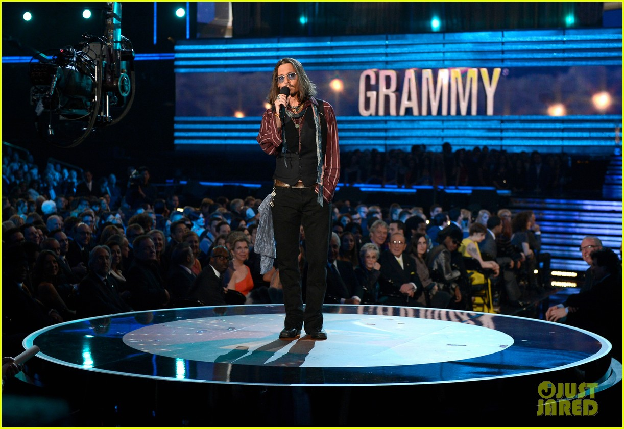 johnny depp grammys 2013 presenter 01
