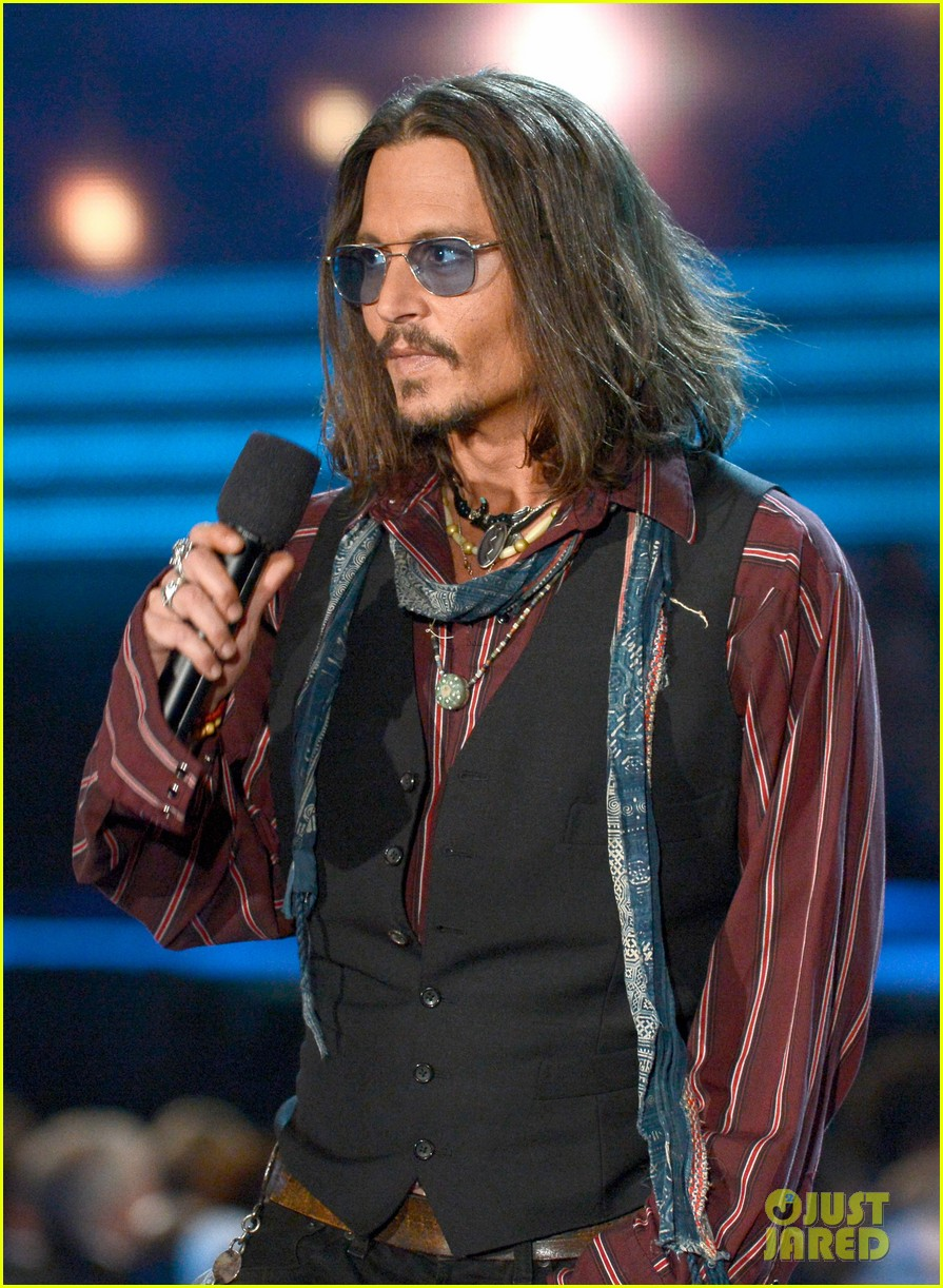 johnny depp grammys 2013 presenter 02