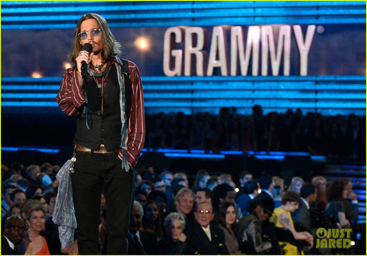 johnny depp grammys 2013 presenter 06