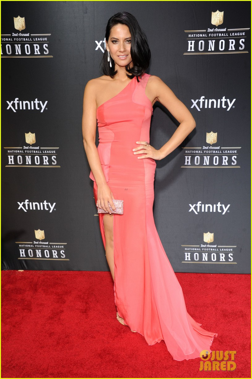 nina dobrev olivia munn nfl honors 2013 06