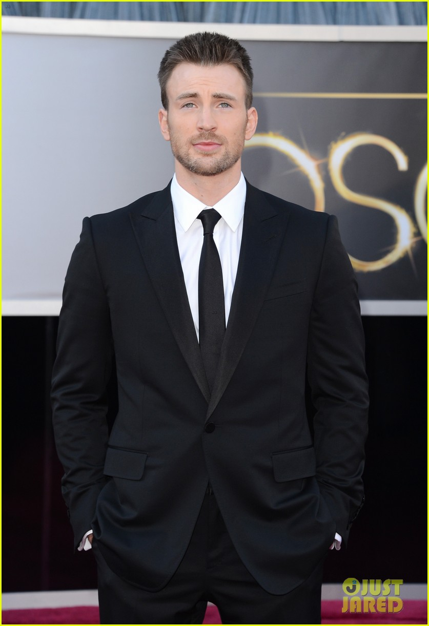 chris evans oscars 2013 red carpet 01