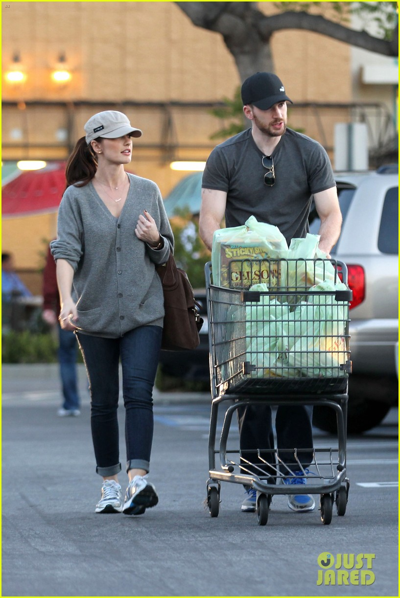 chris evans minka kelly valentines day grocery shopping 02