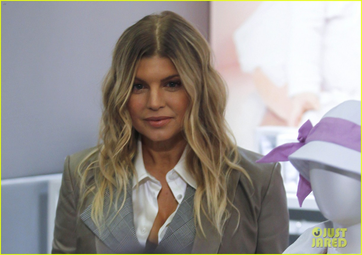 pregnant fergie giorgio armani luxottica event in milan 10