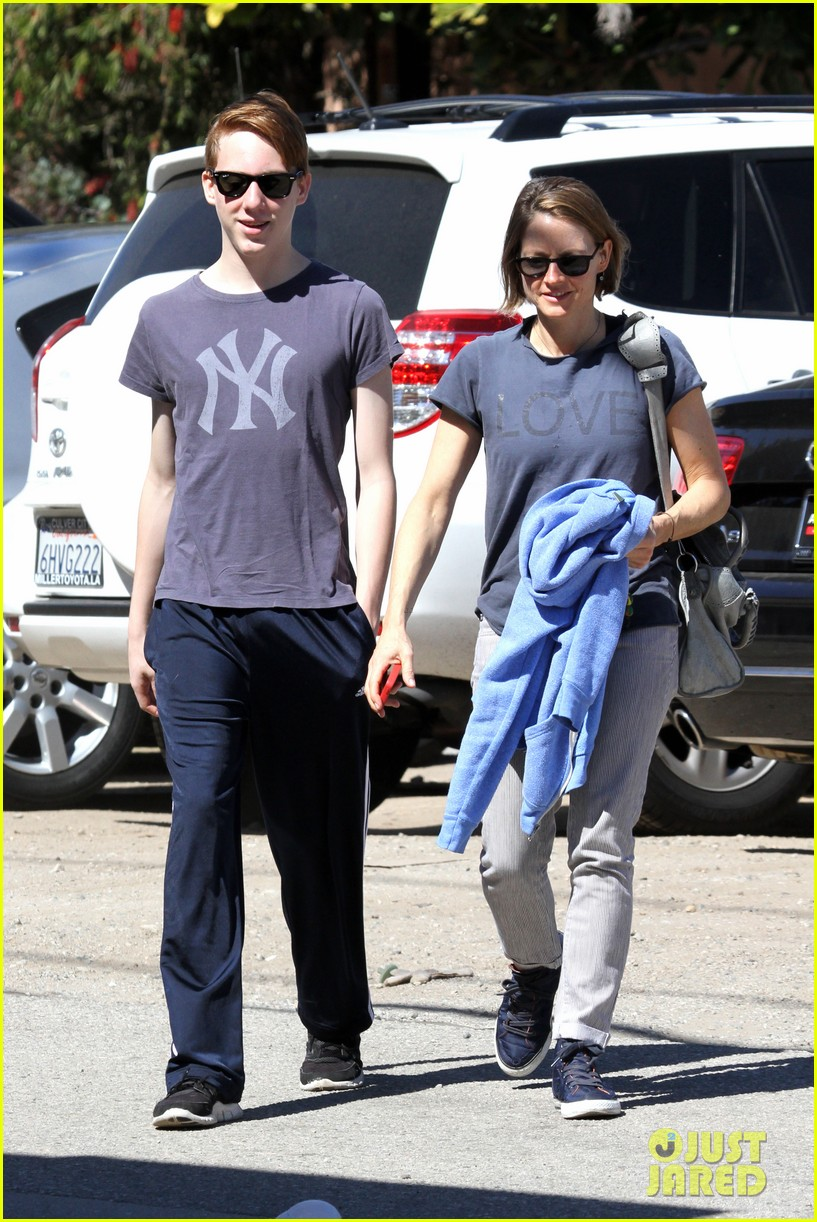 jodie foster venice beach breakfast with son charles 062822290