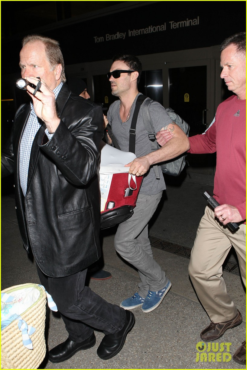 megan fox brian austin green family flight with baby noah 042811333