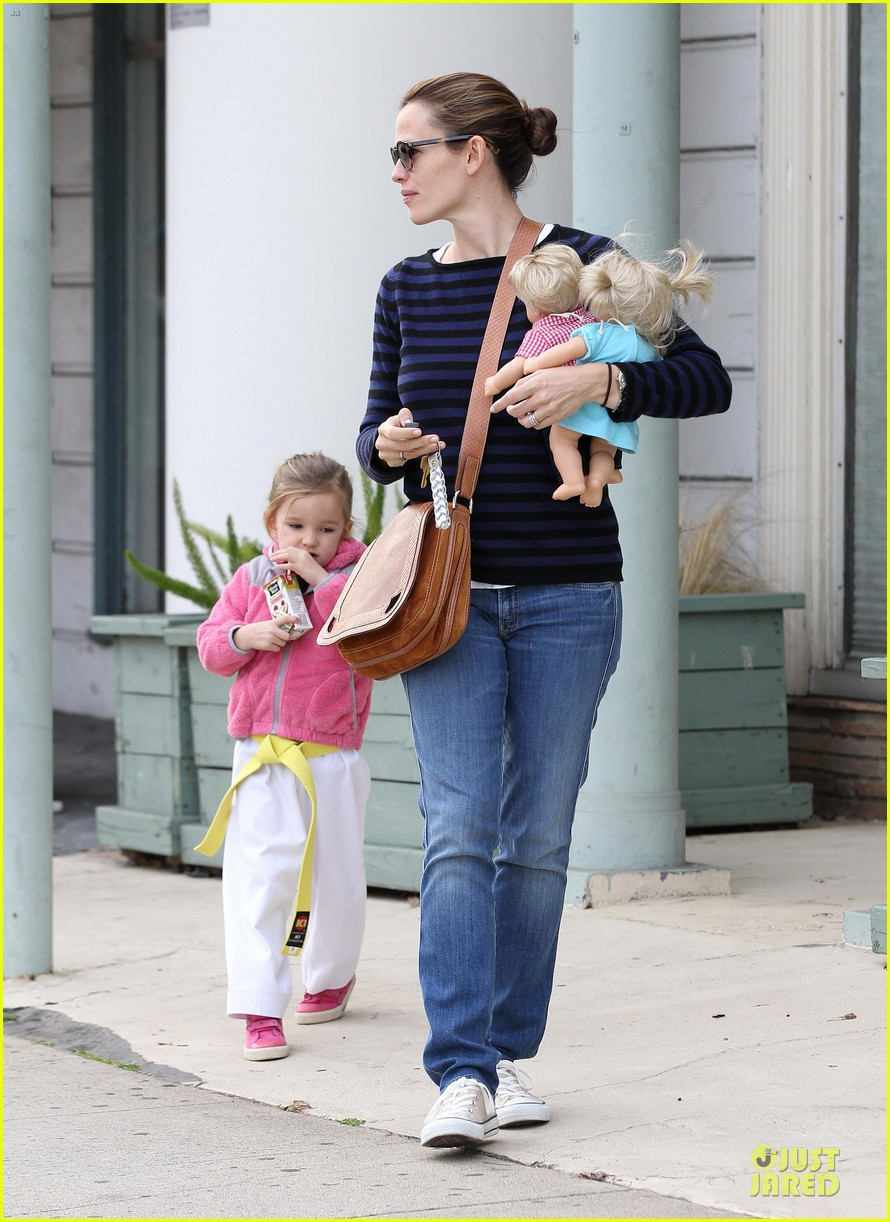 jennifer garner karate drop off with seraphina dolls 162803034