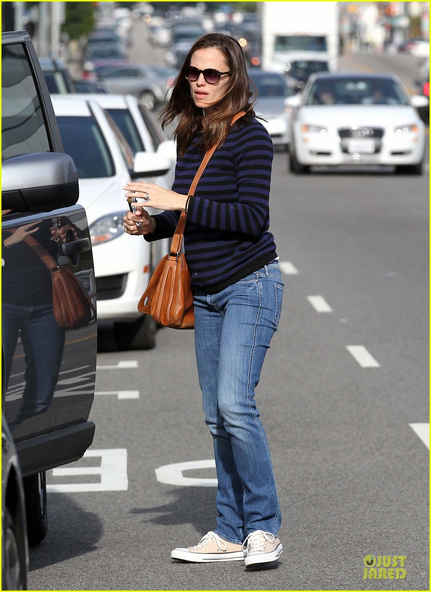 jennifer garner karate drop off with seraphina dolls 24