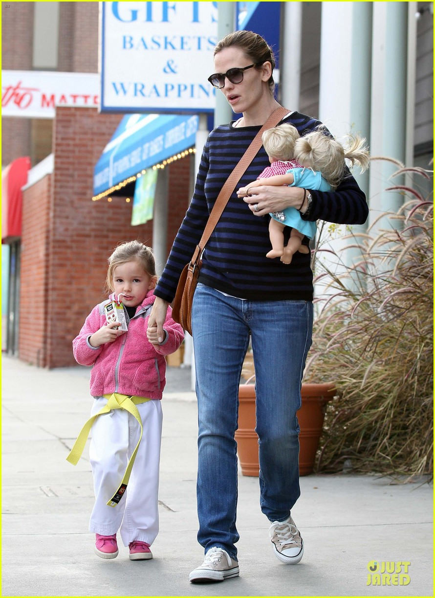 jennifer garner karate drop off with seraphina dolls 412803059