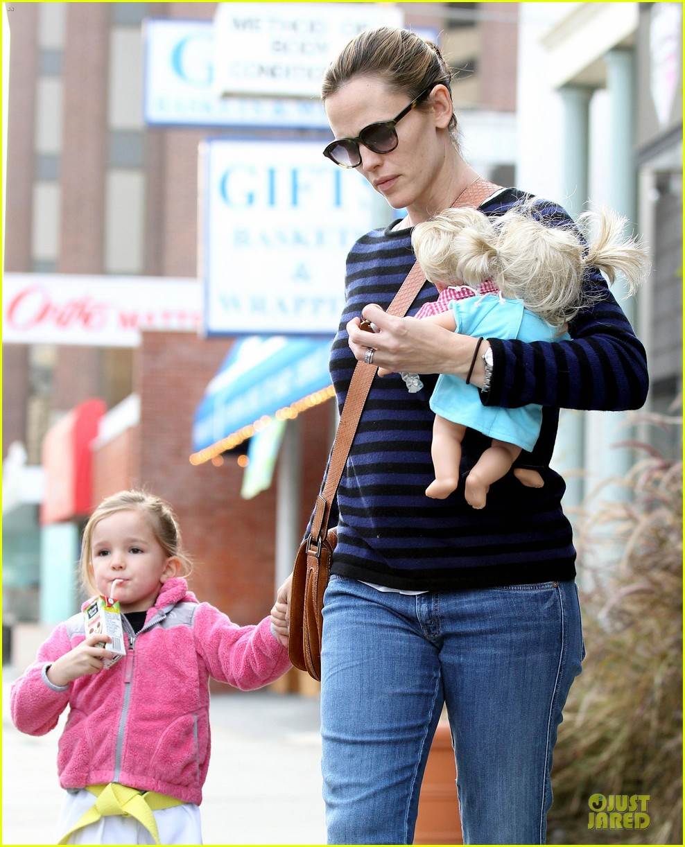jennifer garner karate drop off with seraphina dolls 46