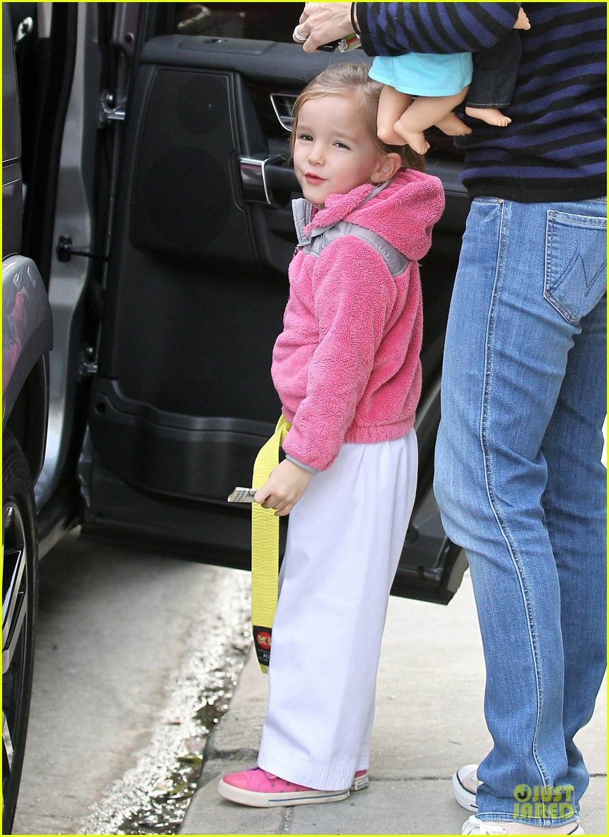 jennifer garner karate drop off with seraphina dolls 47