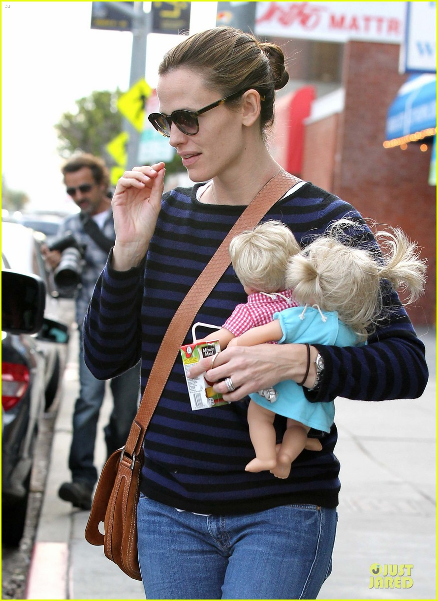 jennifer garner karate drop off with seraphina dolls 492803067