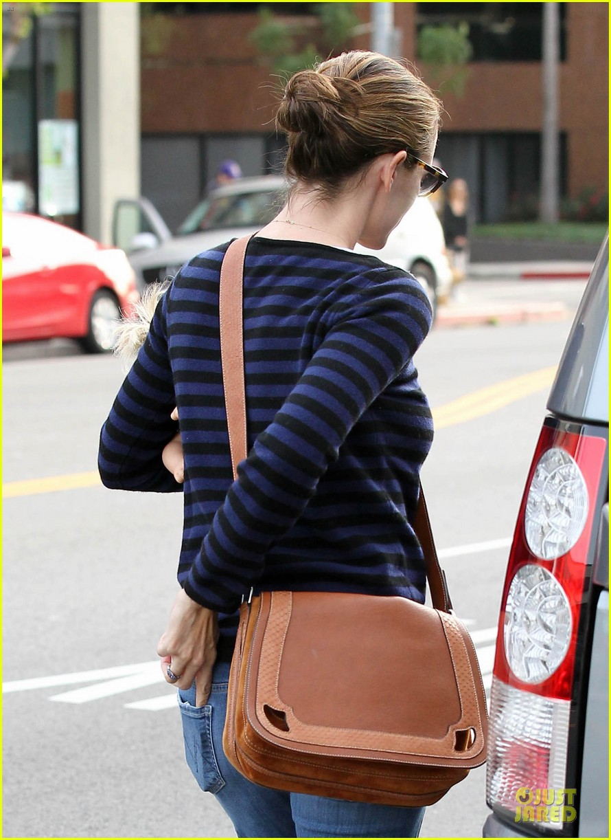 jennifer garner karate drop off with seraphina dolls 51