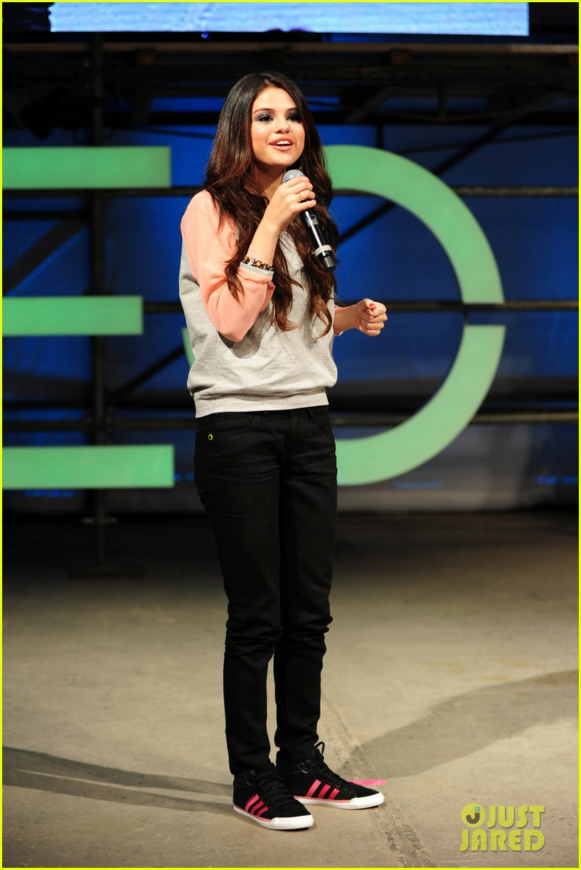 selena gomez adidas neo label fashion show in nyc 03