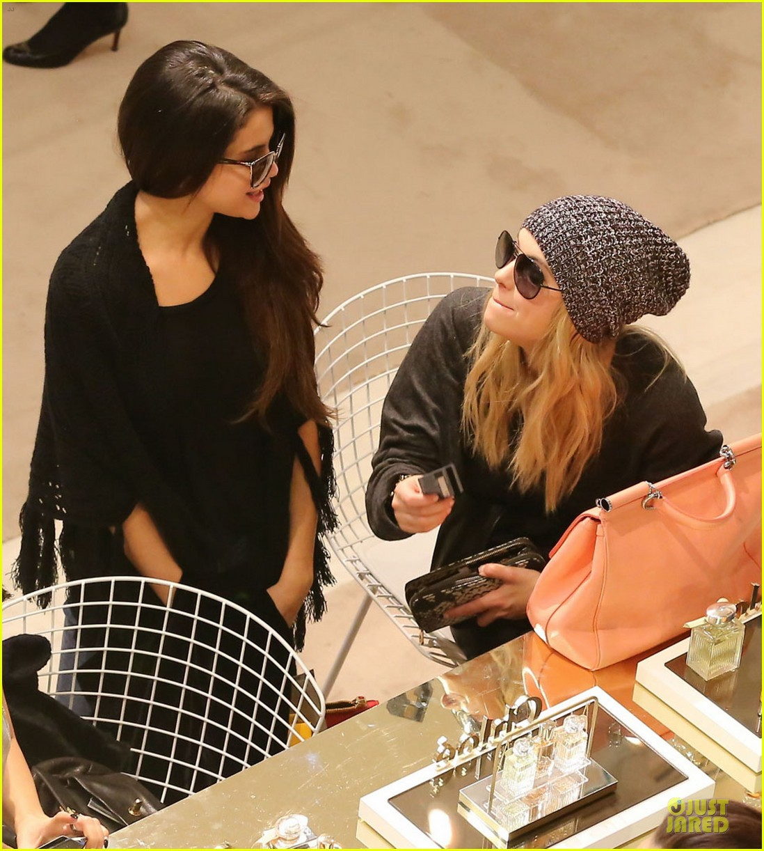 vanessa hudgens selena gomez spring breakers paris dinner 042813485
