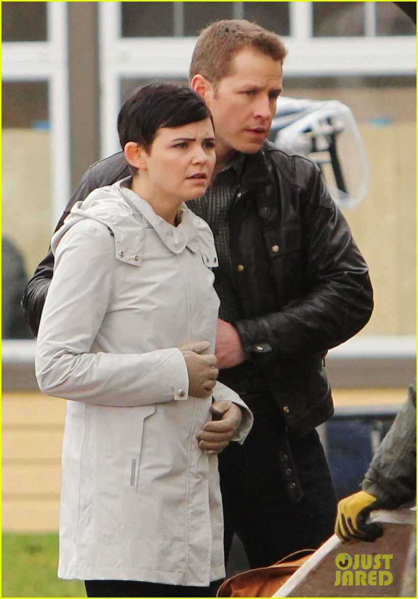ginnifer goodwin jennifer morrison once upon a time filming 02