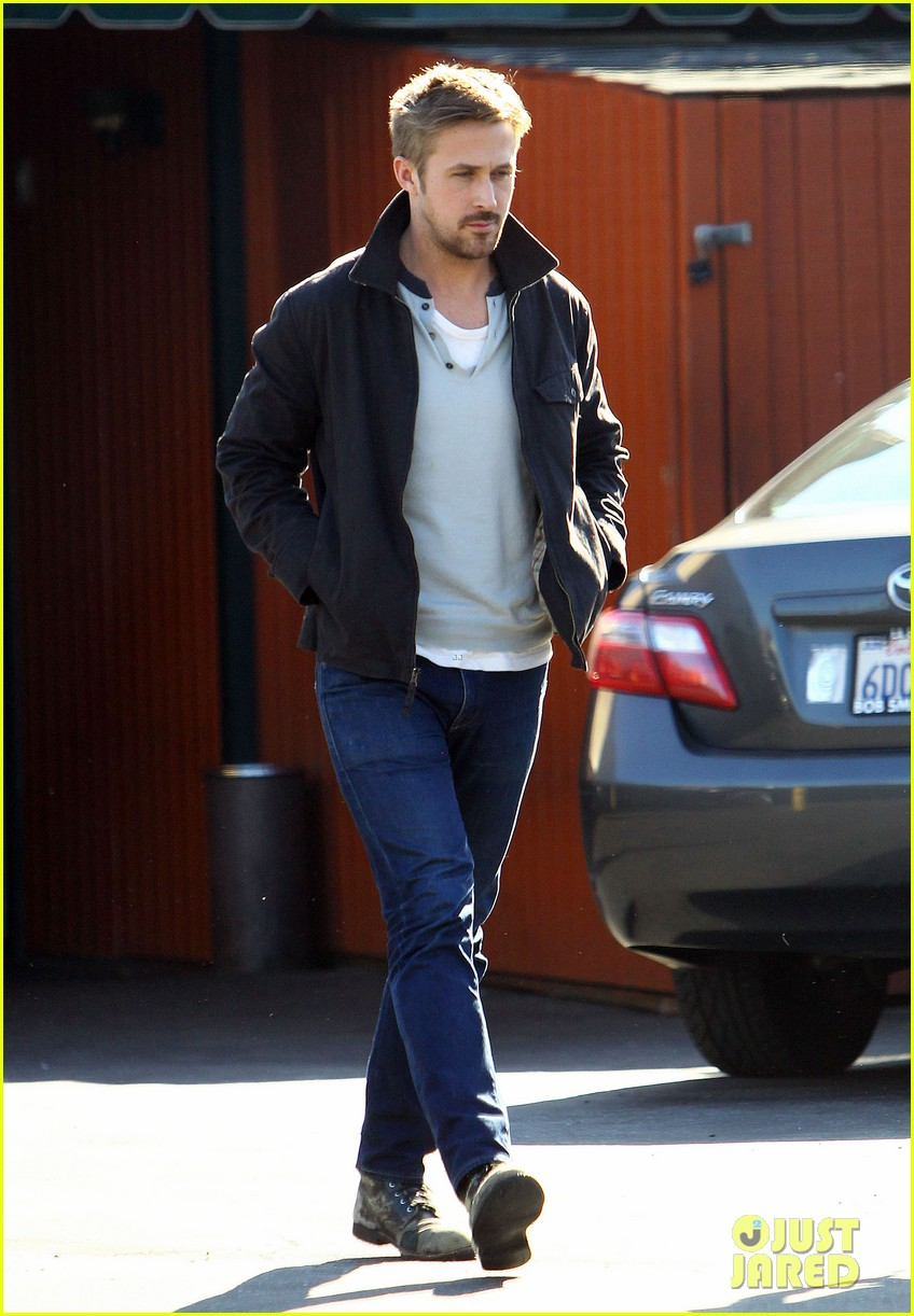 ryan gosling grabs lunch eva mendes hugo head out 18