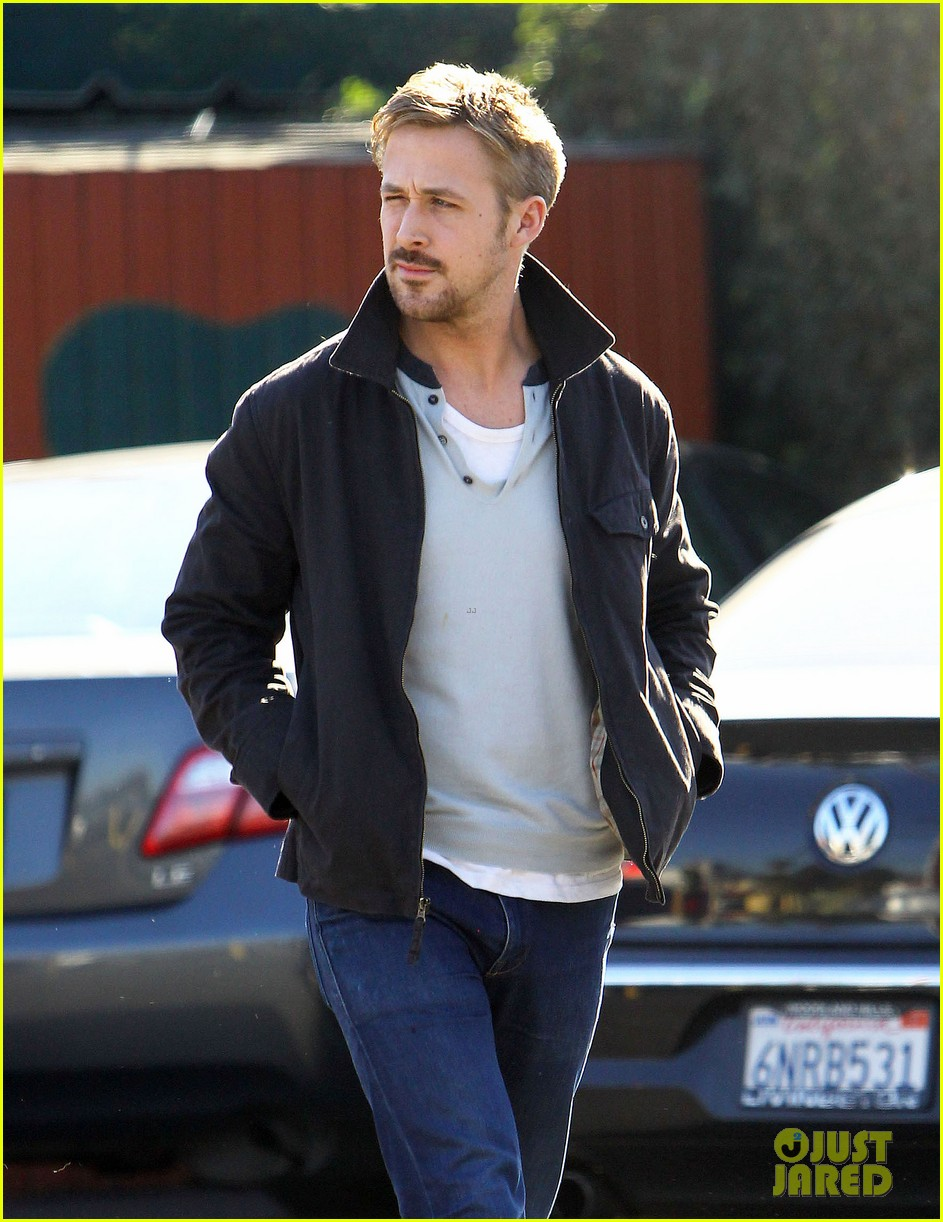ryan gosling grabs lunch eva mendes hugo head out 22