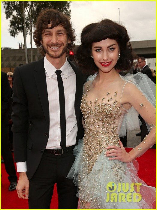 gotye grammys 2013 red carpet with kimbra 052809061