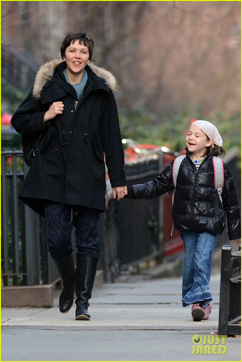 maggie gyllenhaal short haired school walk 012821089