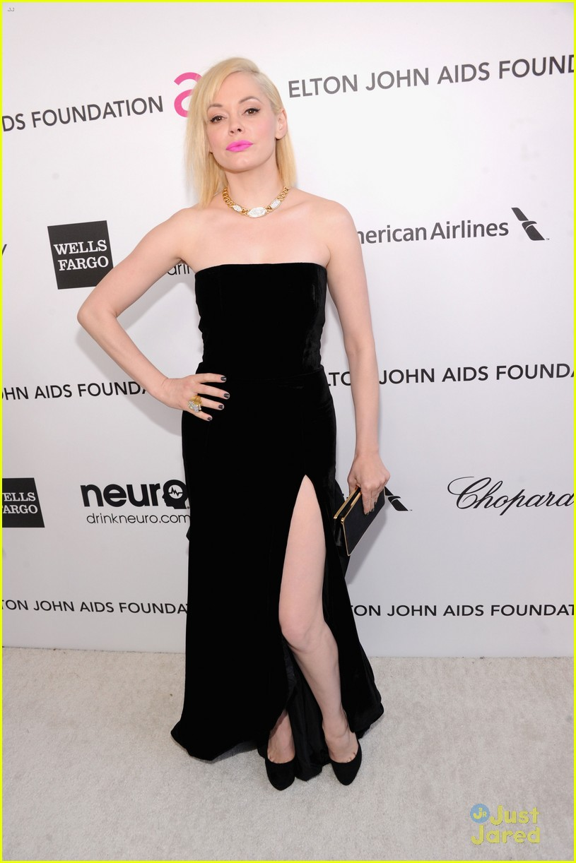 chelsea handler rose mcgowan elton john oscars party 2013 01