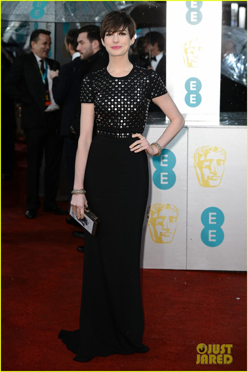 anne hathaway baftas 2013 red carpet 05