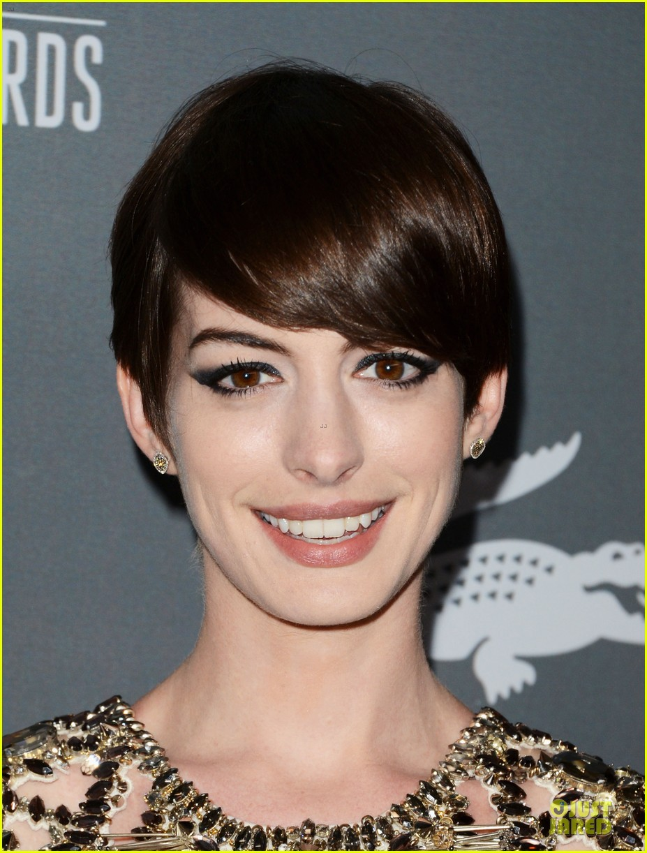 anne hathaway cdg awards 2013 red carpet 11
