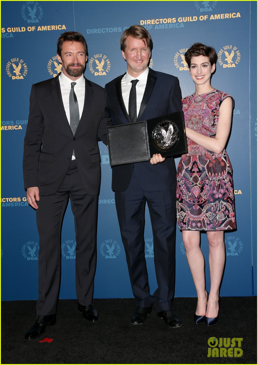 anne hathaway dga awards 2013 with hugh jackman 08