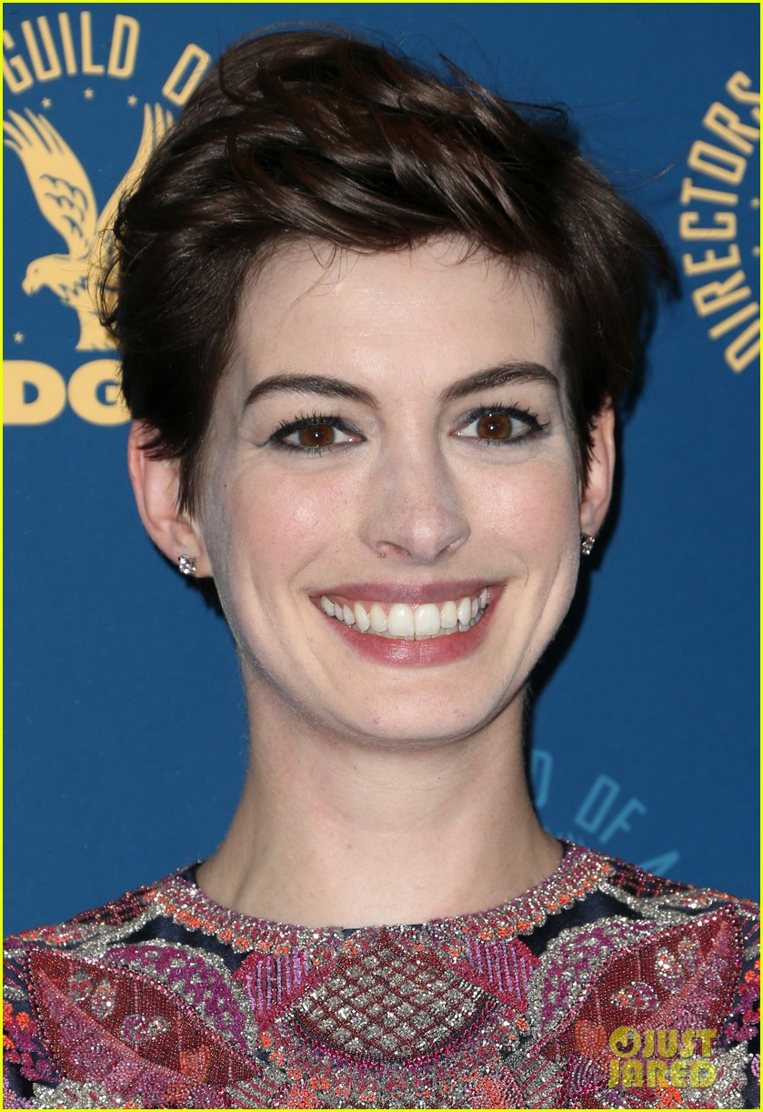 anne hathaway dga awards 2013 with hugh jackman 12