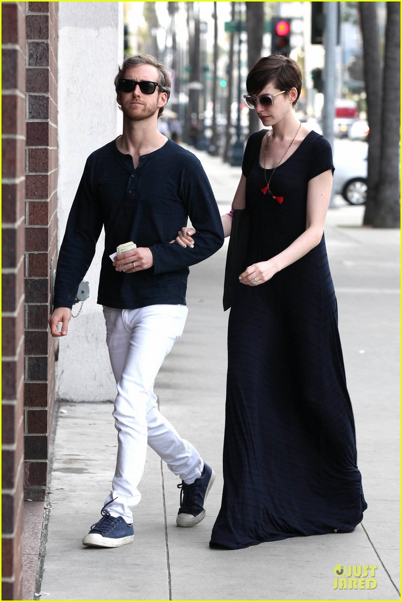 How long have anne hathaway and adam shulman been dating