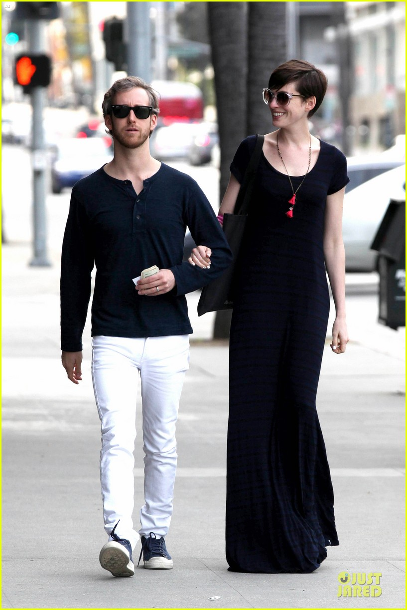 anne hathaway adam shulman medical office visiting couple 10
