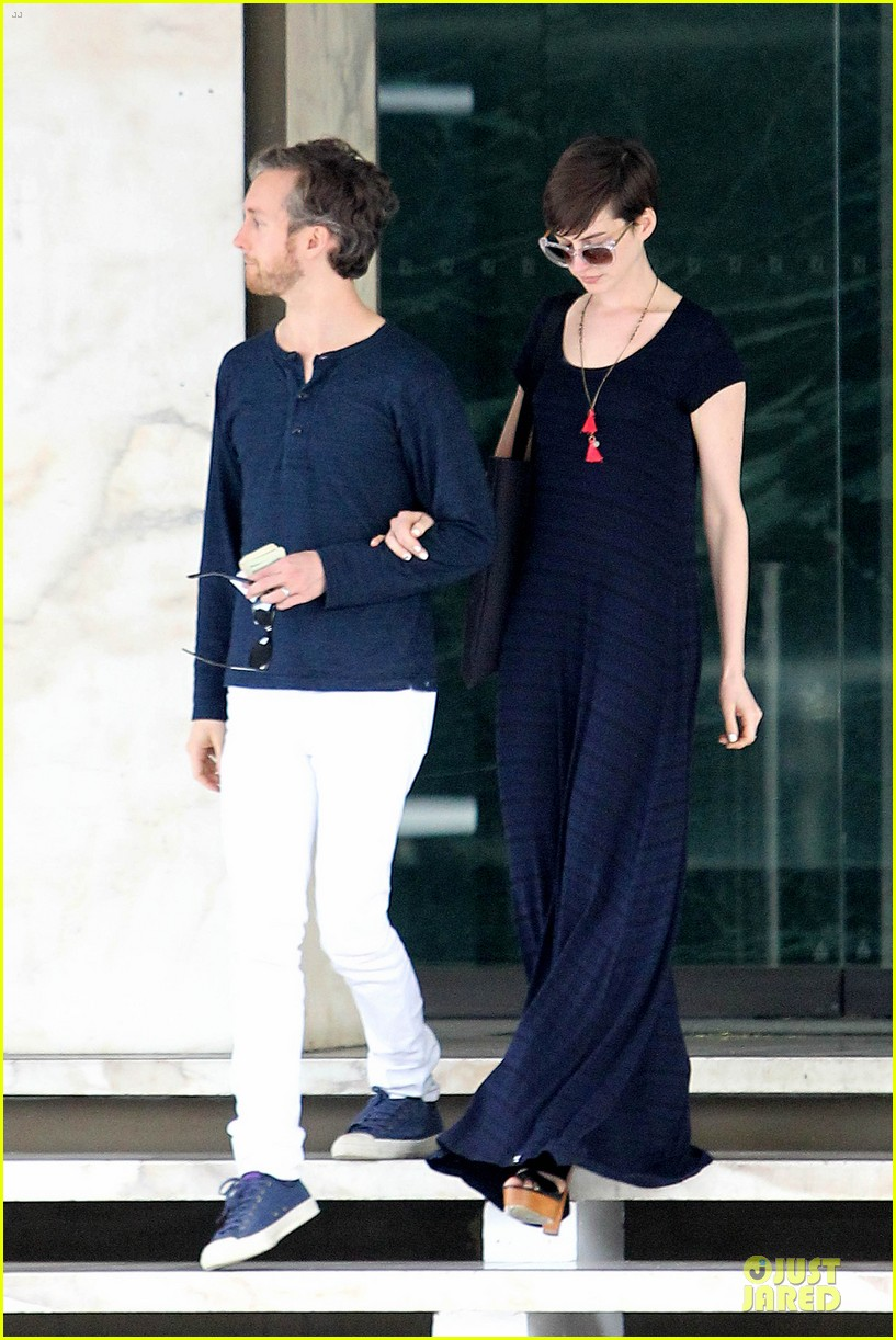 anne hathaway adam shulman medical office visiting couple 122802995