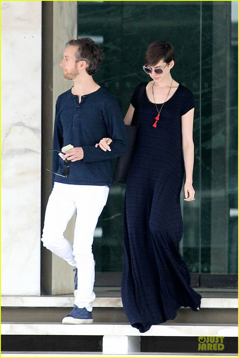 anne hathaway adam shulman medical office visiting couple 16