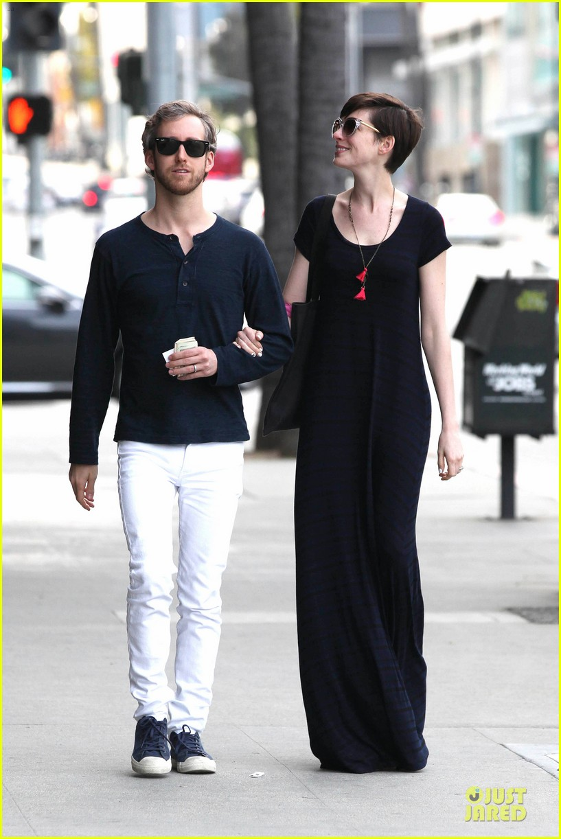 anne hathaway adam shulman medical office visiting couple 192803002