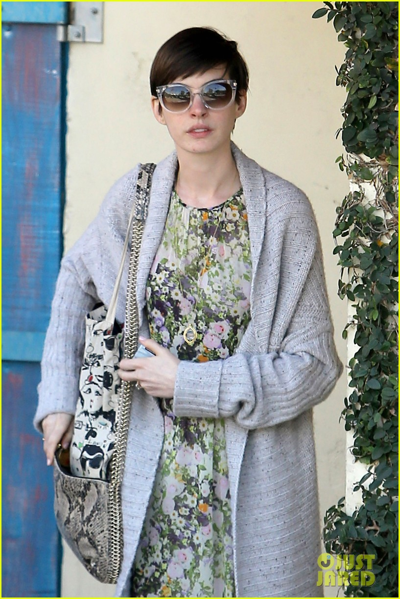 anne hathaway steps out post oscar win in beverly hills 02