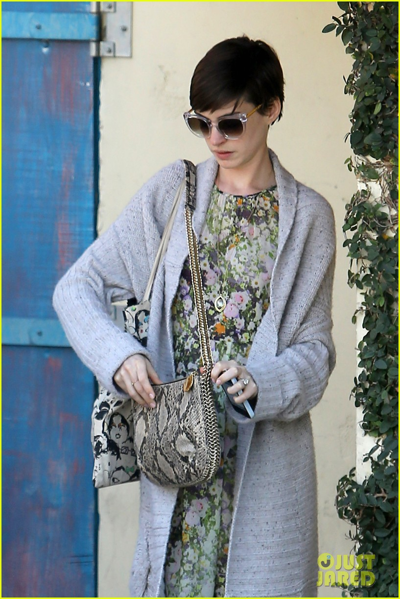anne hathaway steps out post oscar win in beverly hills 15